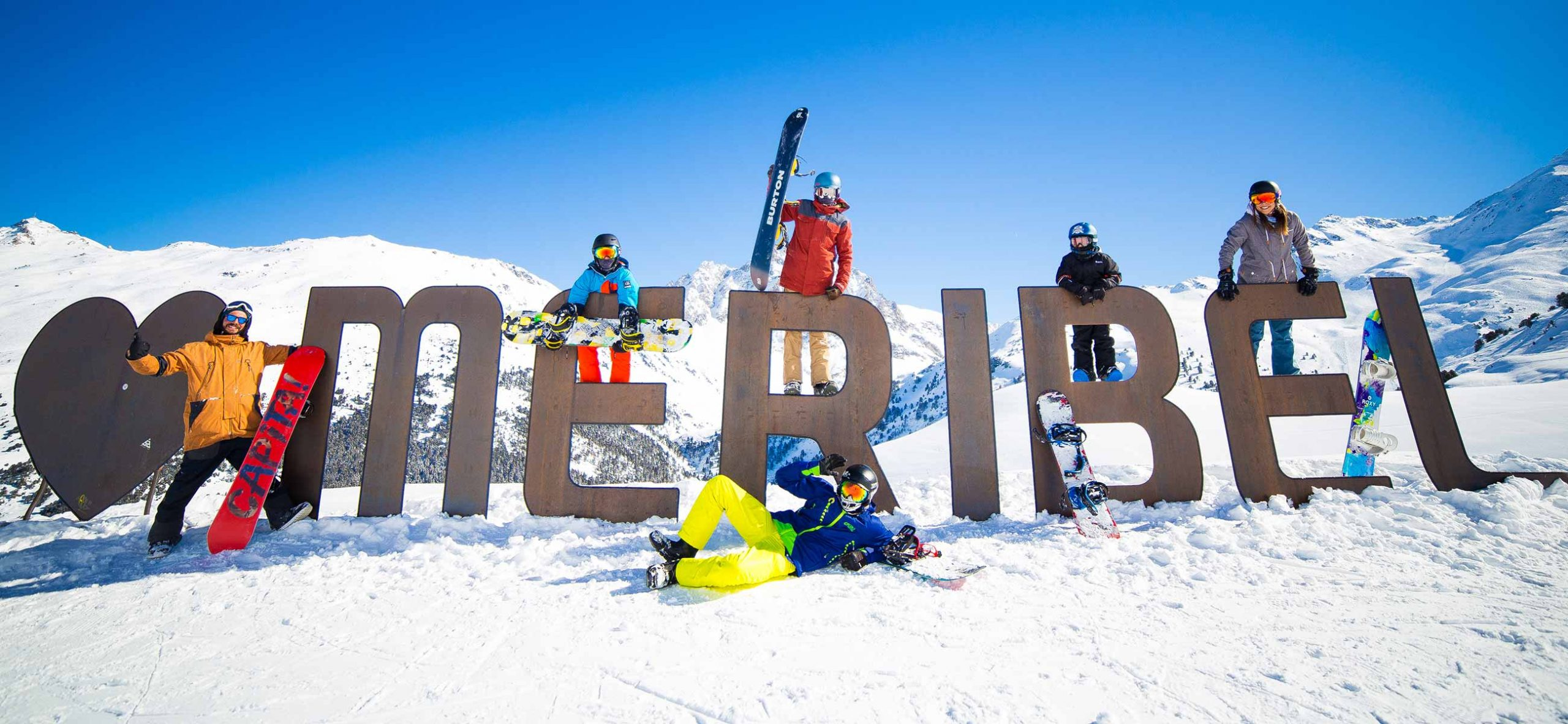 Group of snowboarders at the Meribel sign