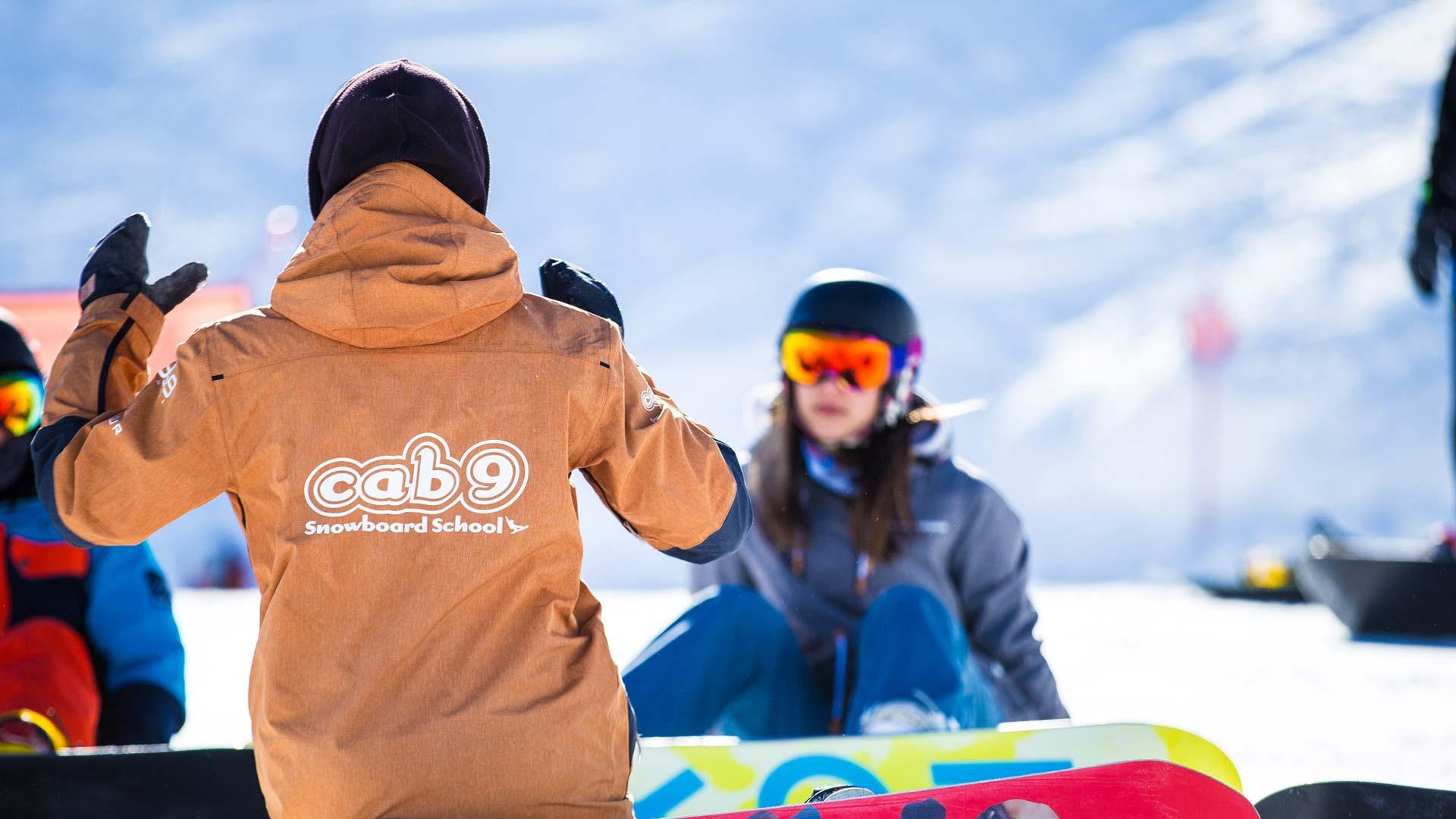Cab9 Snowboard Instructor teaching group snowboarding lessons Meribel