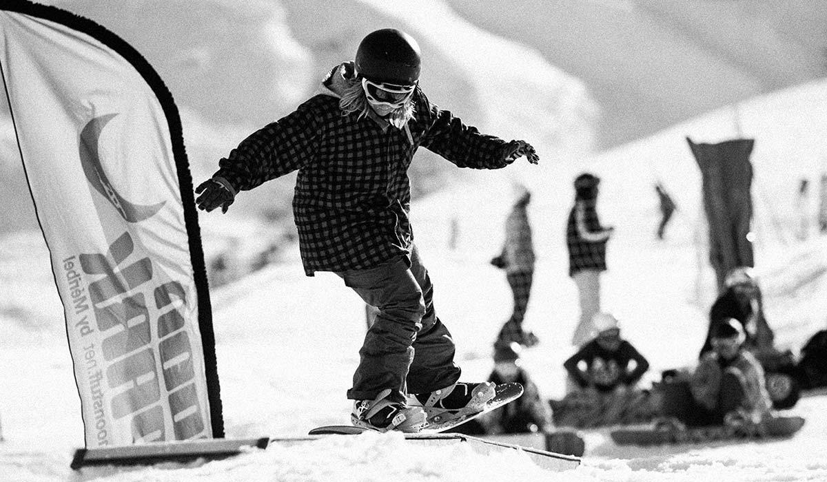 Snowboard school Courchevel pupil practicing